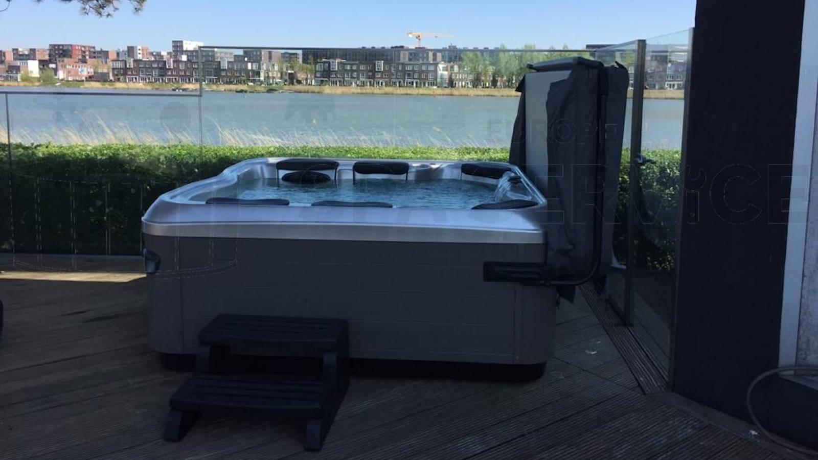 Plaatsing van een Villeroy & Boch A7L spa in Amsterdam