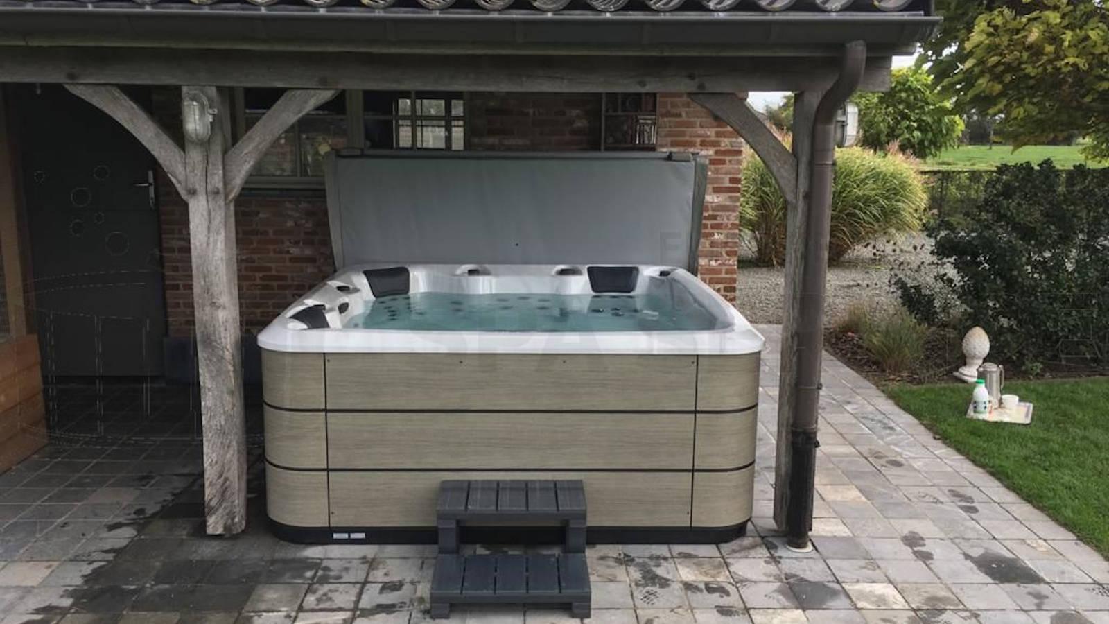 Plaatsing van een Aqua Via spa in Lembeke België