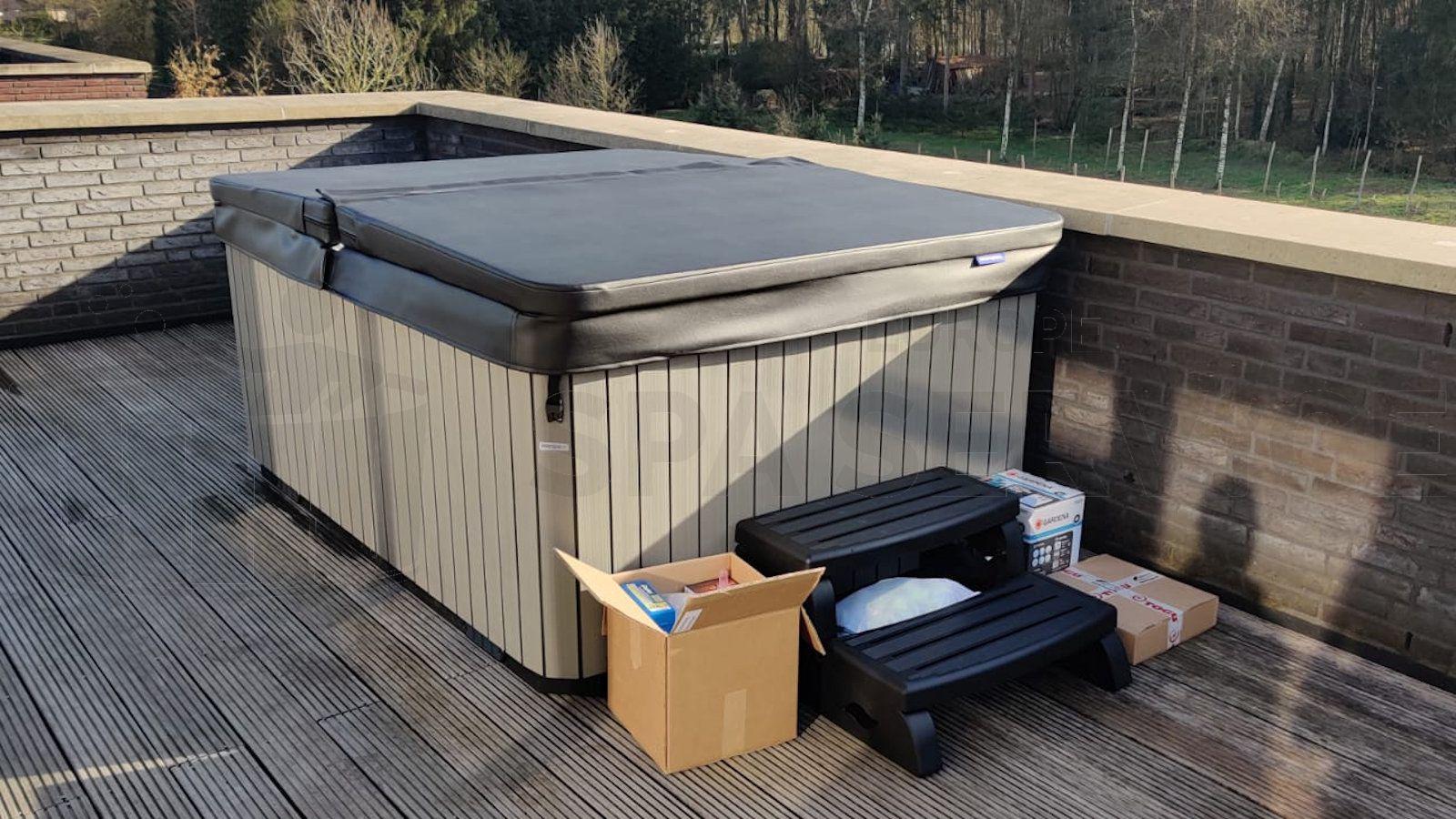 Plaatsing van een spa op een dakterras in Oosterhout