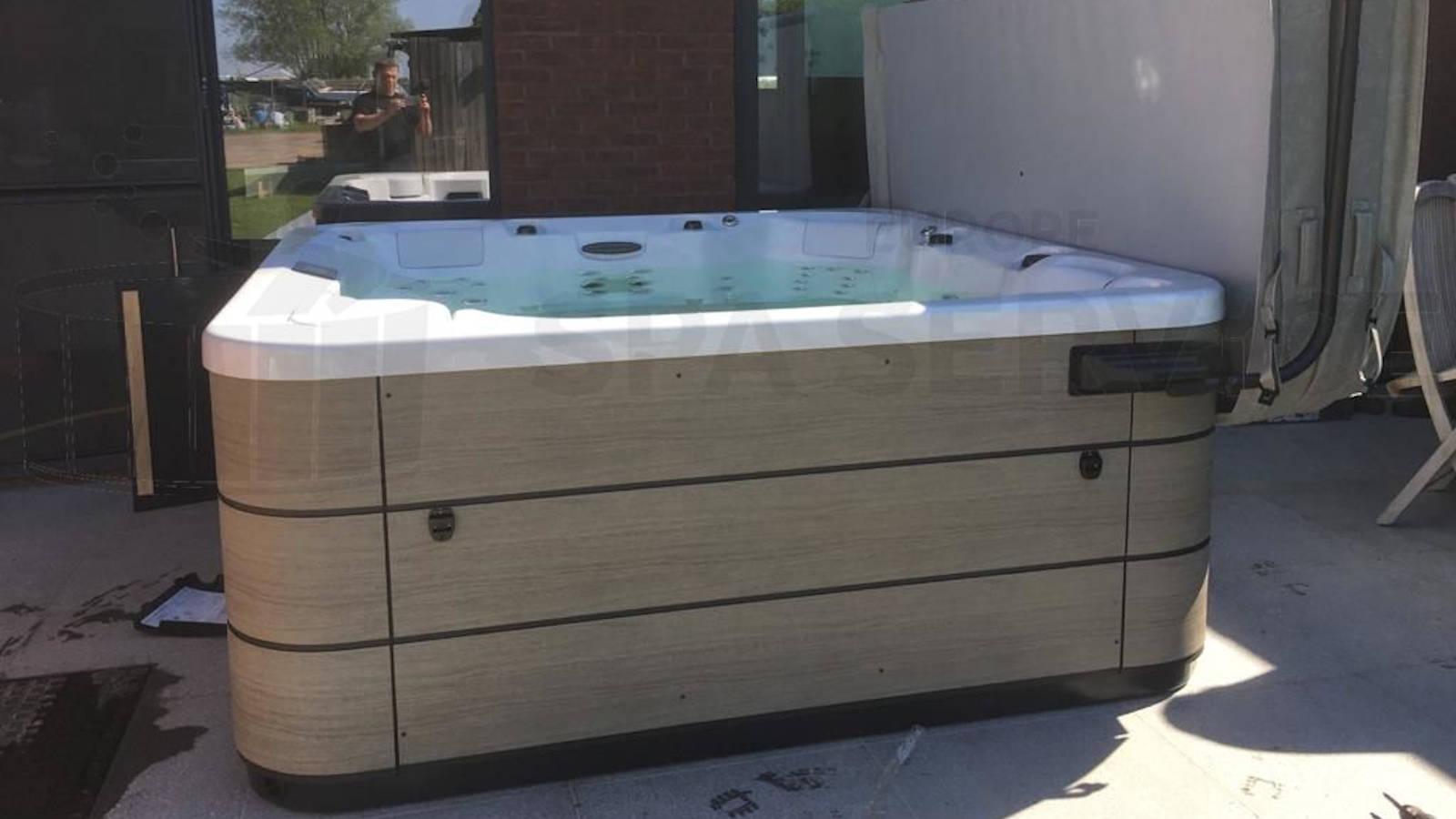 Plaatsing van een Aquavia spa in Leest België