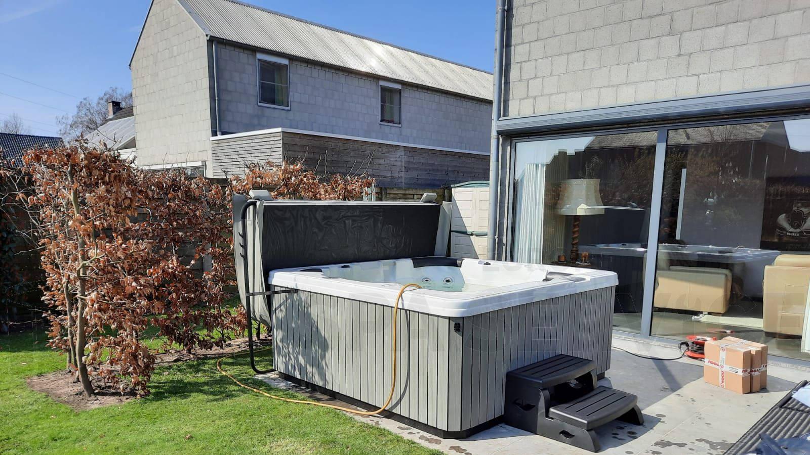 Plaatsing van een spa in Vosselaar België