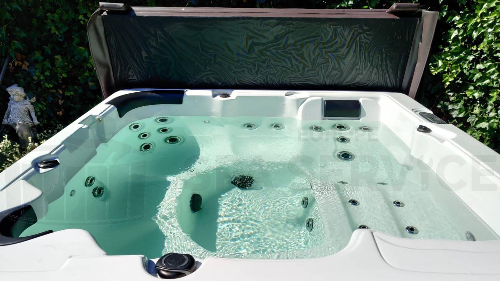 Plaatsing van een spa in Driehuis
