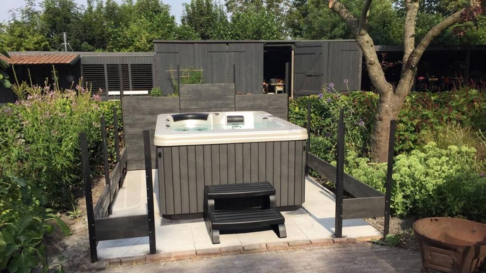 Plaatsing van een spa in Sas van Gent