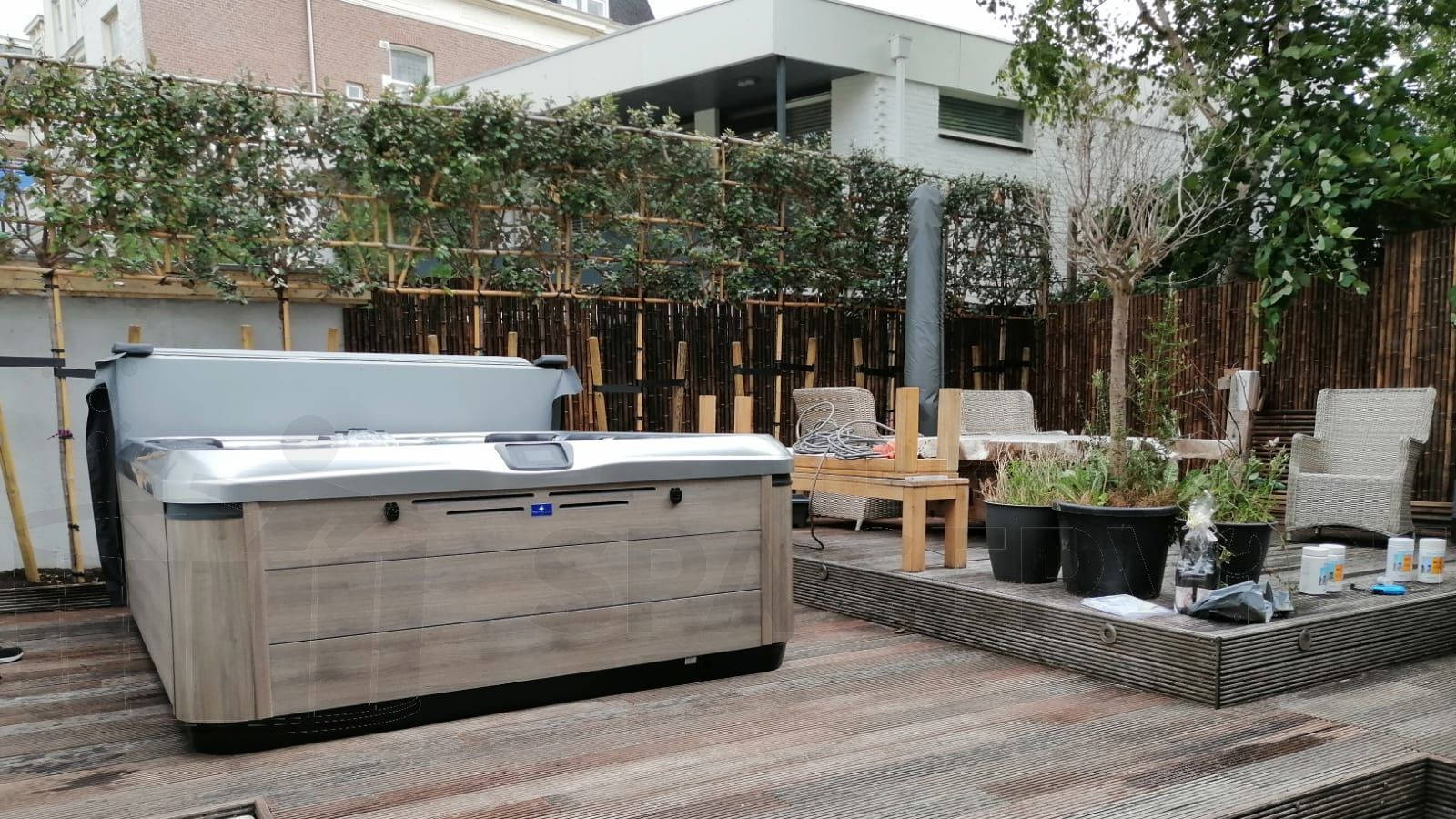 Plaatsing van een Villeroy & Boch A9L spa in Den Haag