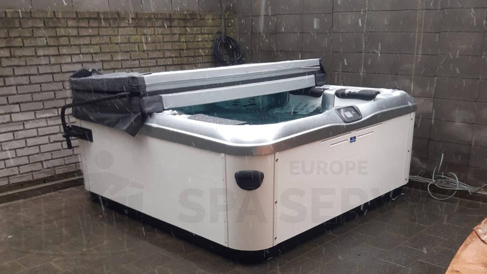 Kraanplaatsing van een Villeroy & Boch spa in Hakendover België