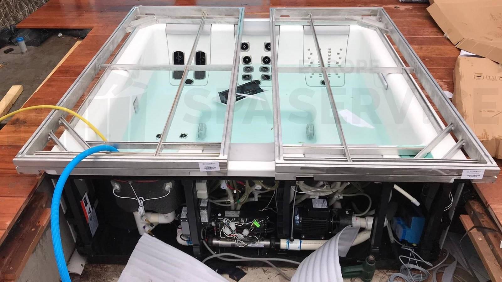 Plaatsing van een Villeroy & Boch Just Silence spa met automatische waterbehandeling en roll deck cover systeem in Aalsmeer