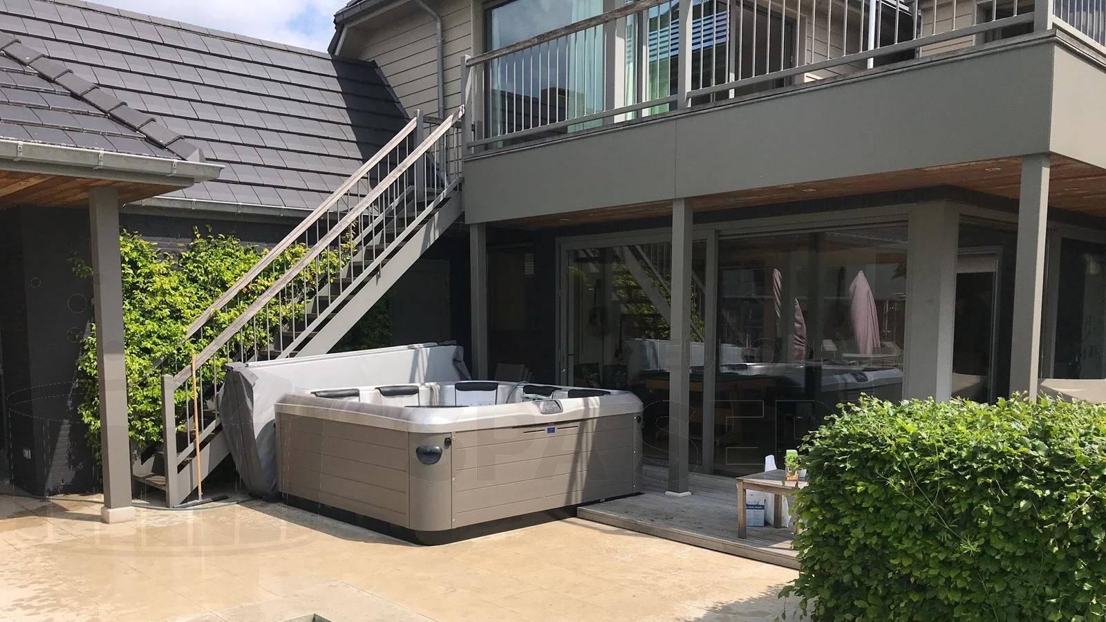 Plaatsing van een Villeroy & Boch A8D spa in Boechout België