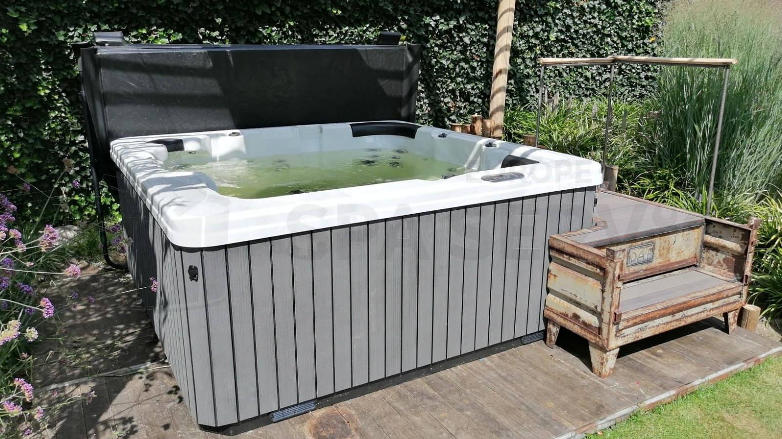 Plaatsing van een spa in Mariaheide