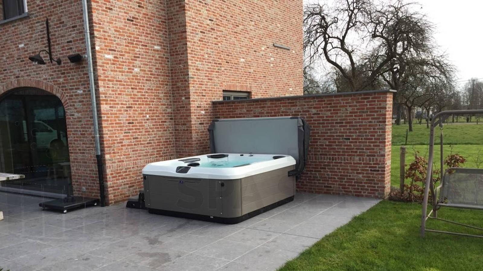 Plaatsing Villeroy & Boch R6LE spa in Waarschoot België