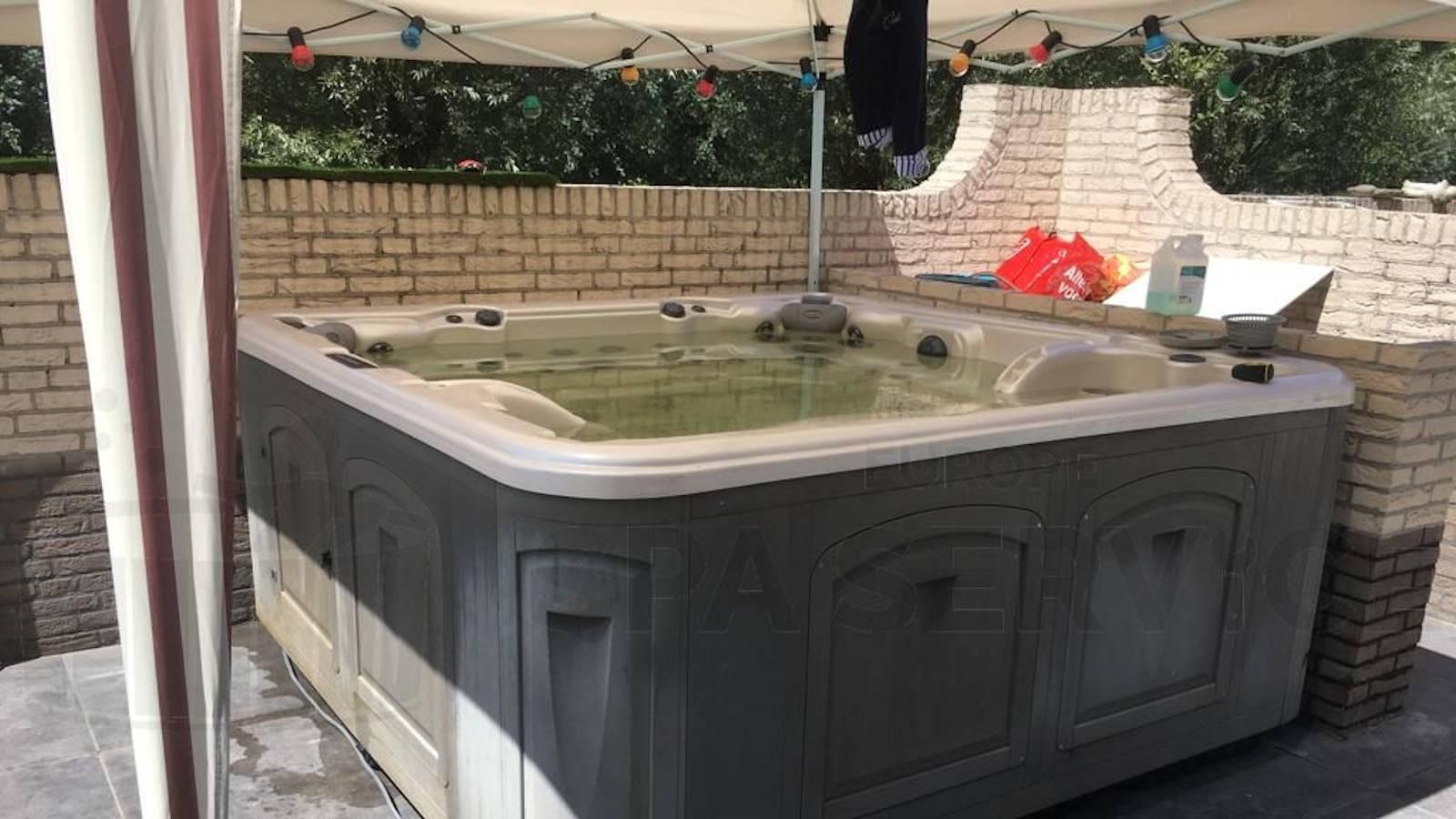 Reparatie van een Clearwater spa in Vinkeveen