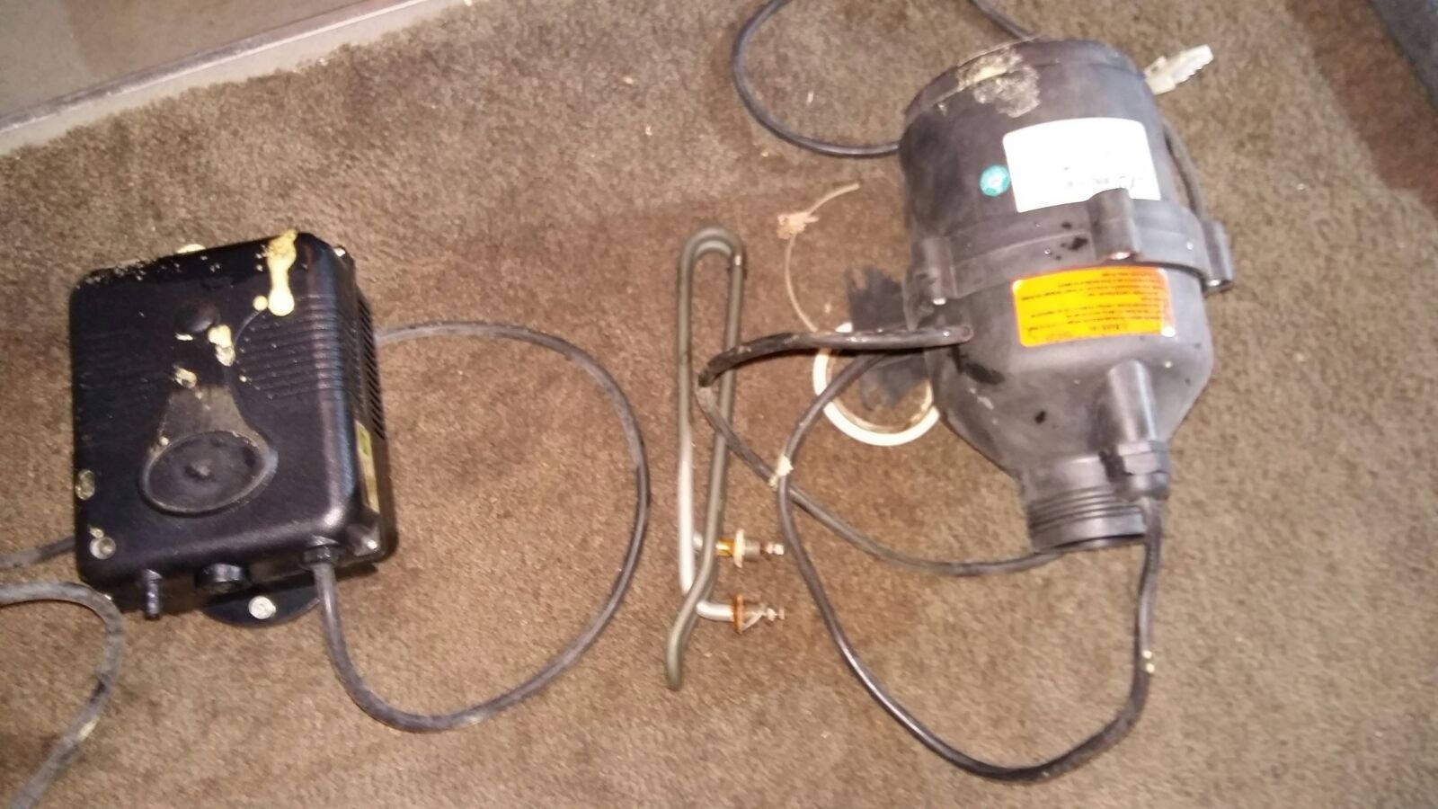 Verwarmingselement, blower en ozonator vervangen in een Sunspa in Zetten