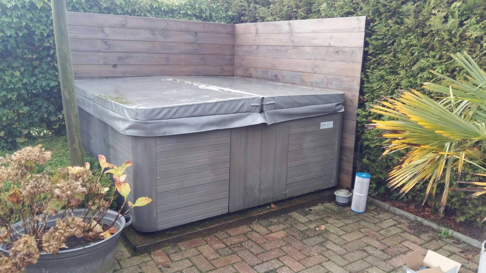 Circulatiepomp en ozonator vervangen in een Sunspa in Uithuizen