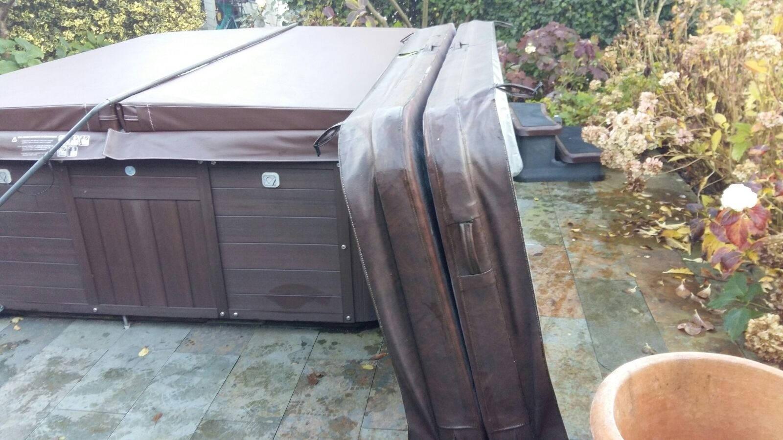 Nieuwe spa cover geplaatst op een Artesian Pelican bay spa in Harkstede