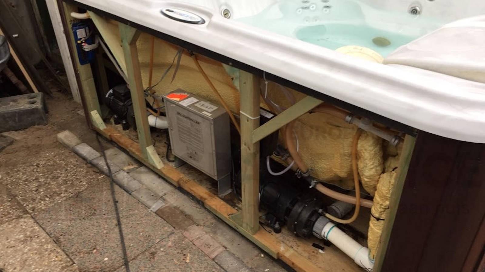 Circulatiepomp en ozonator vervangen van een Sundance spa in Vlaardingen
