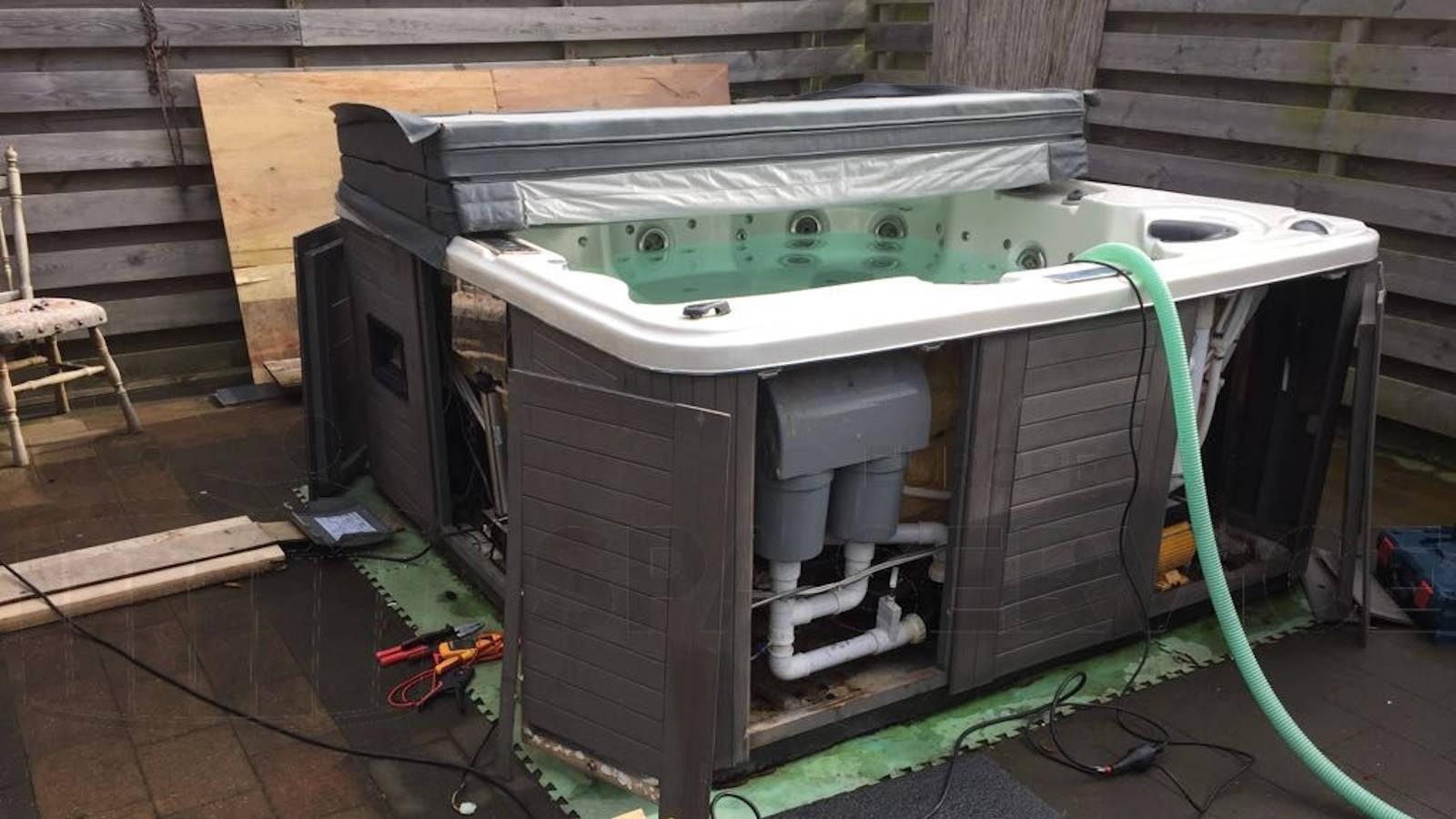 Lekkage verholpen en ozonator vervangen van een Chinese spa in Slijk-Ewijk