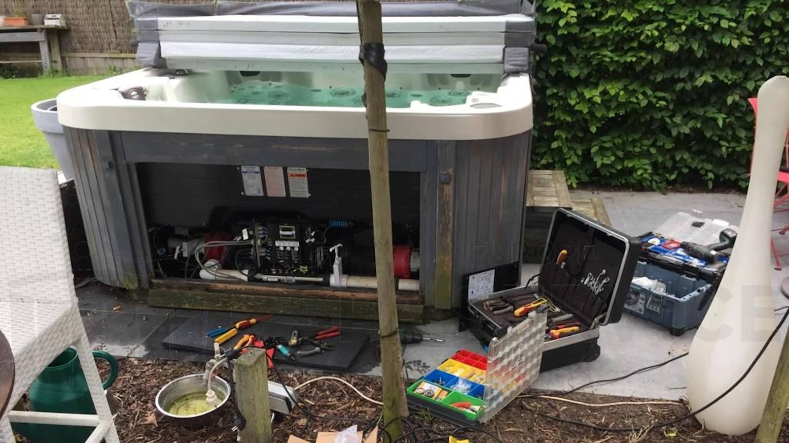 Ozonator vervangen en algeheel onderhoud aan een Coast spa in Hoegaarden België