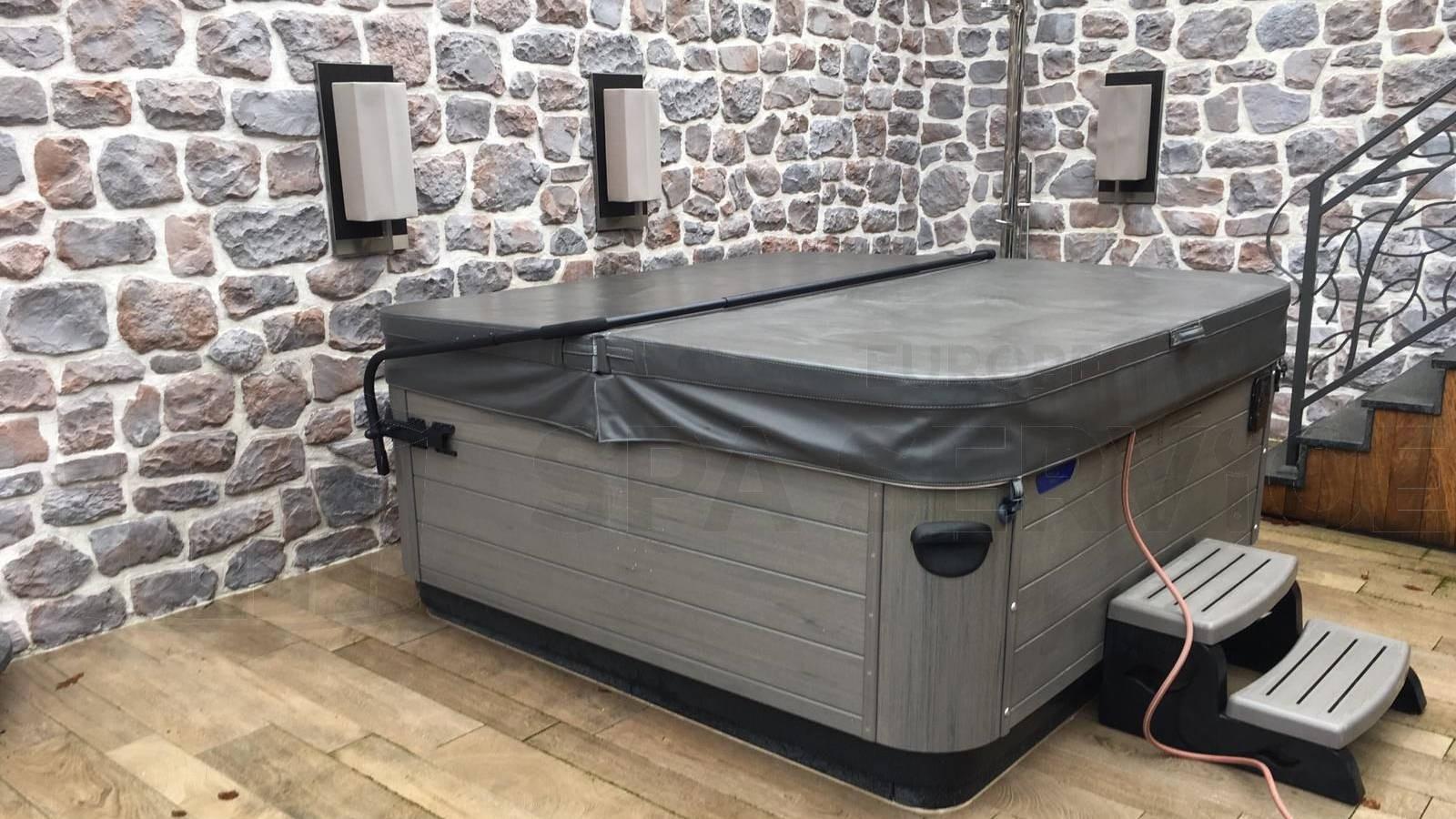 Schoonmaakbeurt van een Villeroy & Boch A7LE spa in Epe