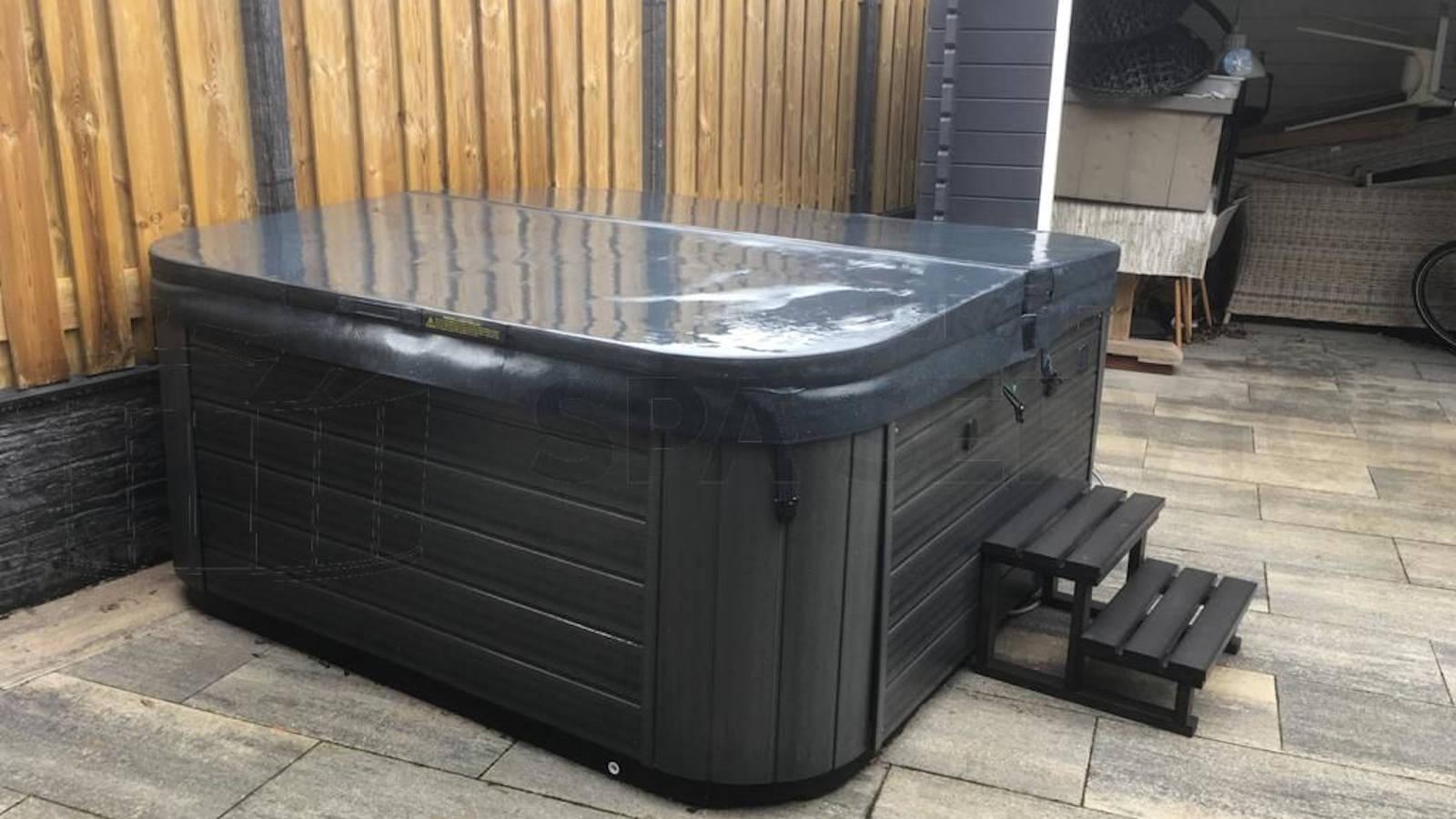 Installatie van een warmtepomp op een Spanet besturing van een spa in Julianadorp