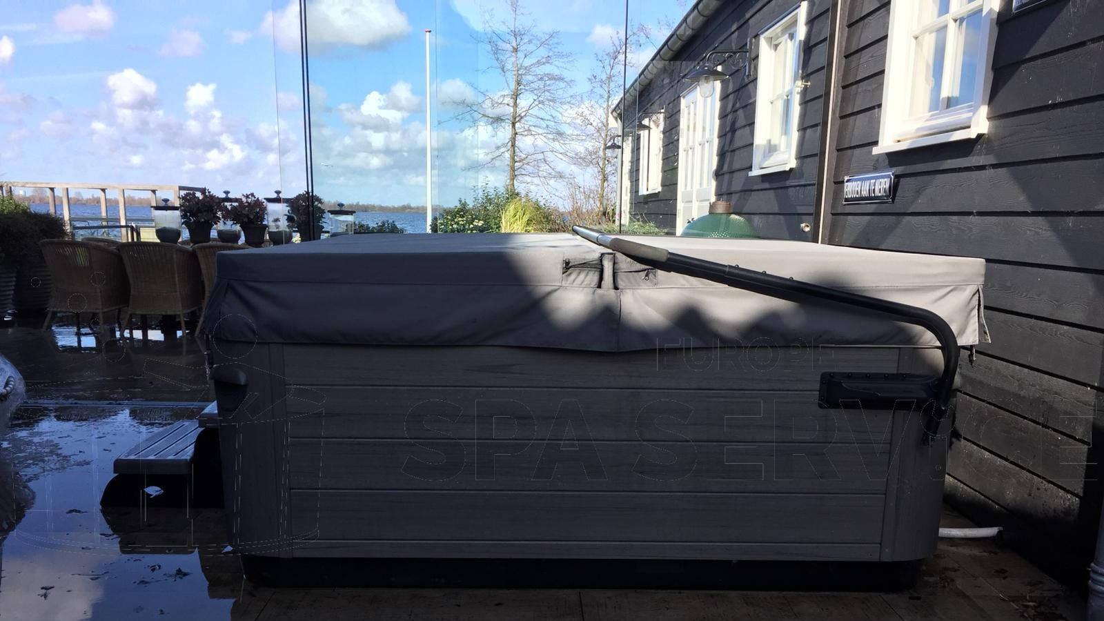 Schoonmaakbeurt en waterbehandeling afgesteld van een Villeroy & Boch A7L spa in Kudelstaart