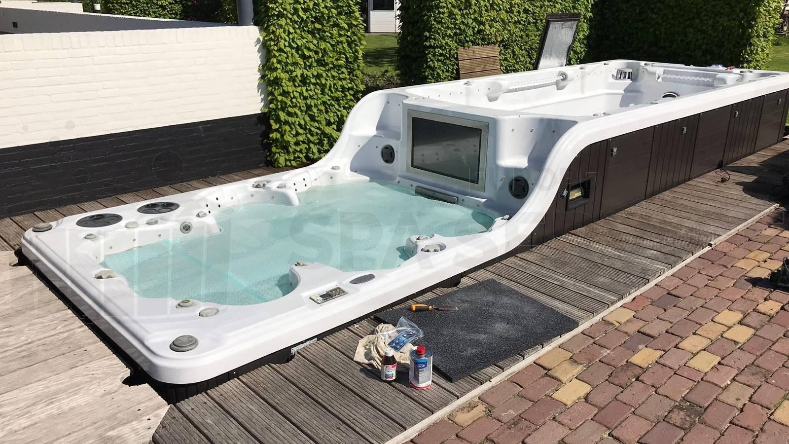 Groot onderhoud aan een duo zwemspa in Snelrewaard