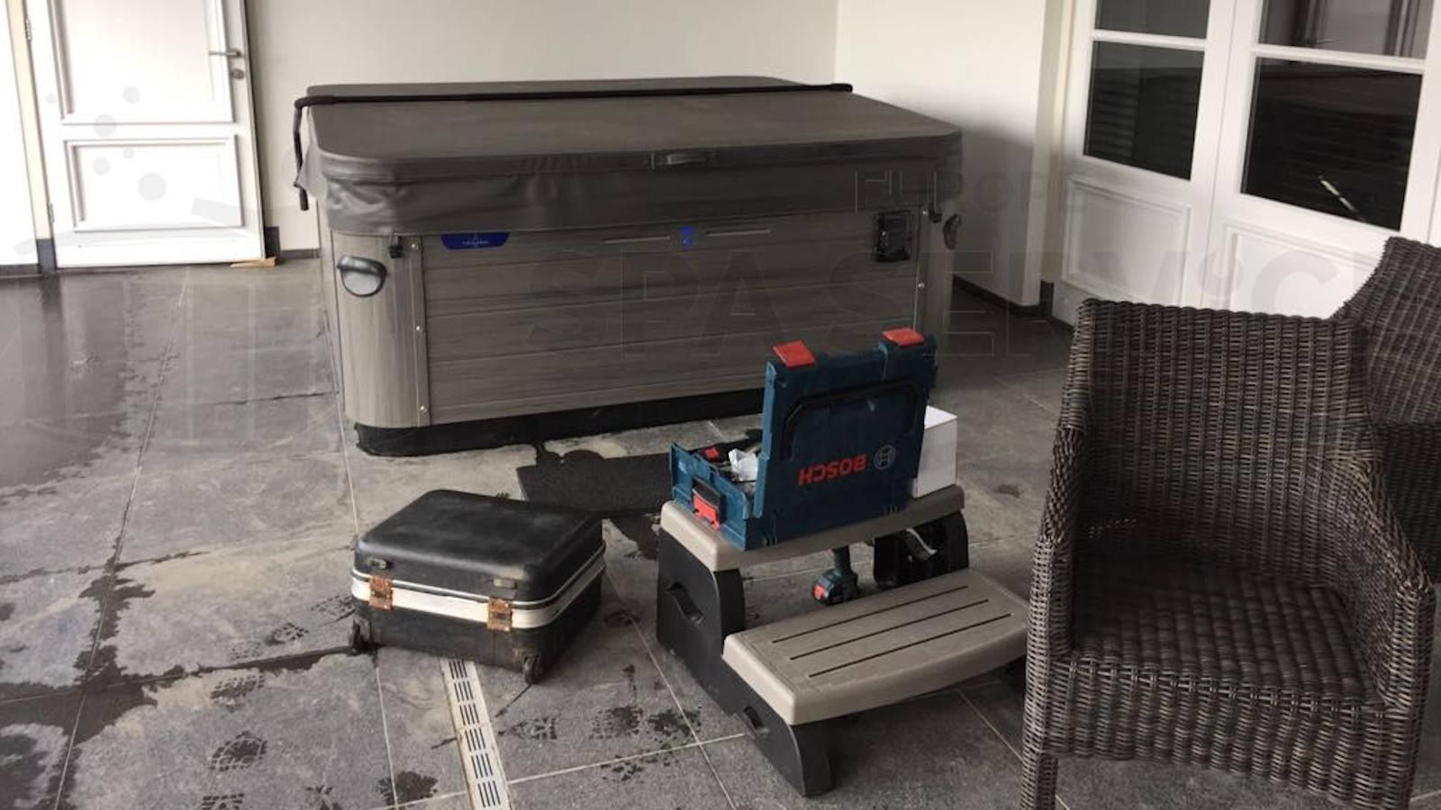 Ozonator vervangen van een Villeroy & Boch A7LE spa in Maasdam