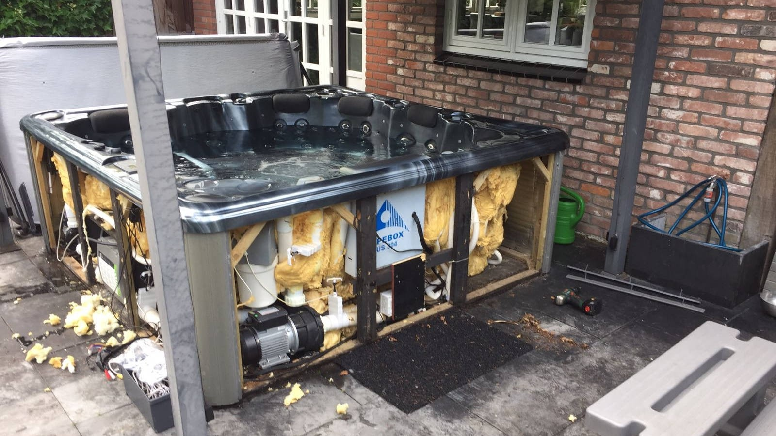 Reparatie defecte circulatiepomp en ledjes in Sunspa in Boskoop