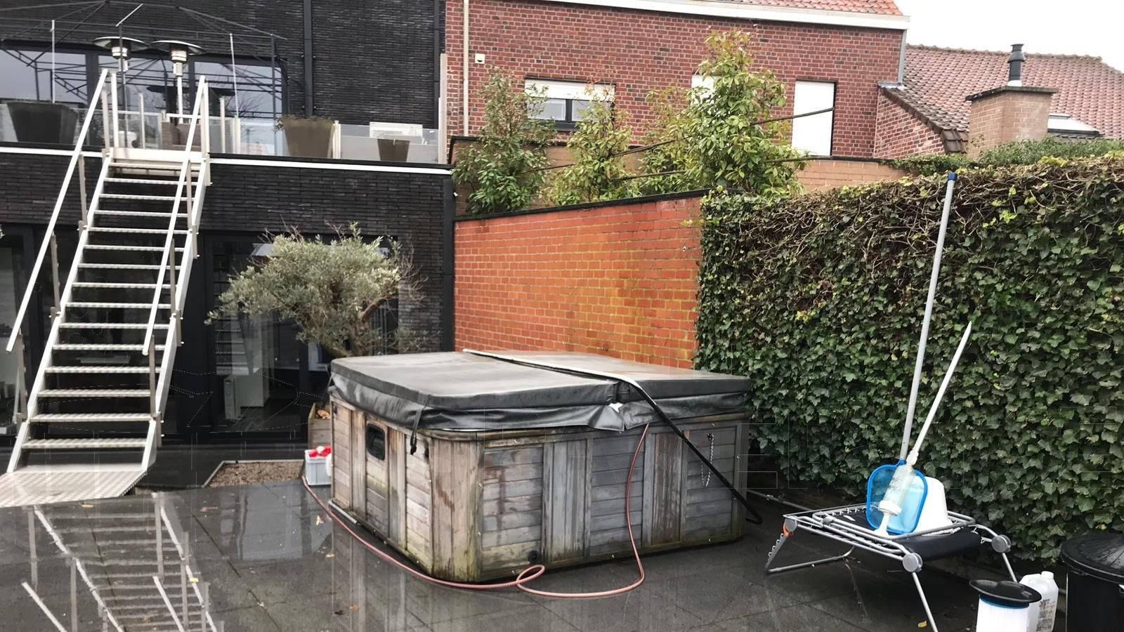 Schoonmaakbeurt van een Platinum spa in Lauwe België