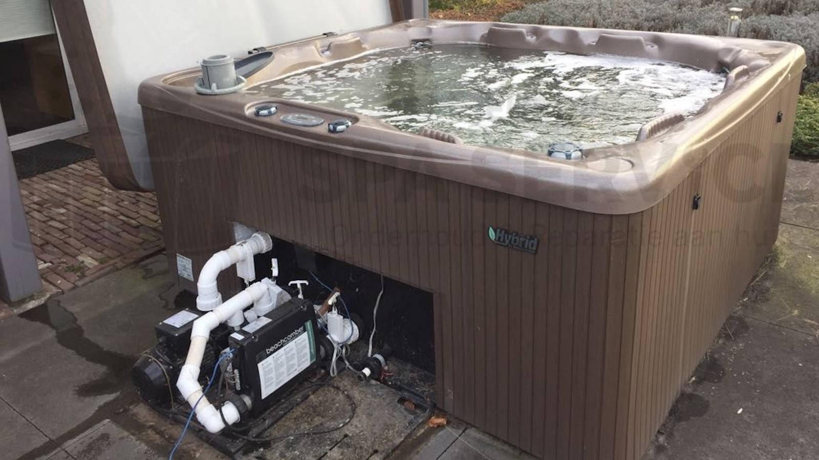 Circulatiepomp vervangen en Beachcomber Hybrid spa schoongemaakt in Herwijnen