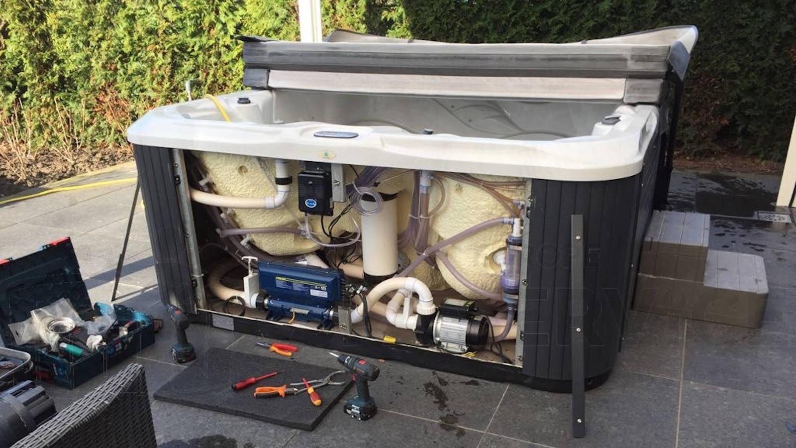 Ozonator en circulatiepomp vervangen van een Allseas spa in Oud Gastel