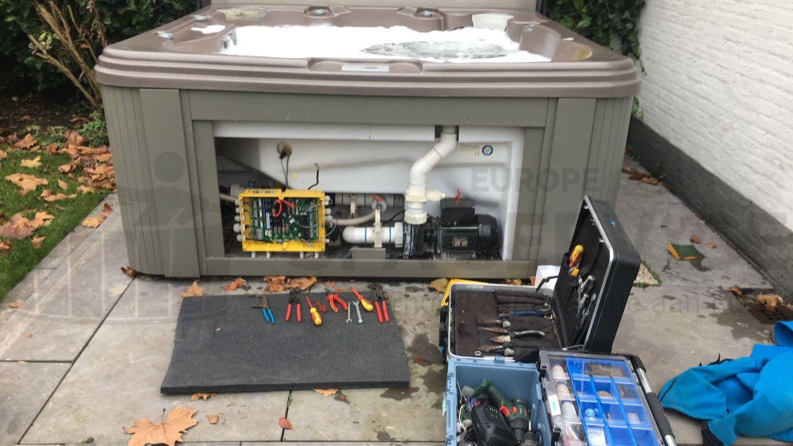Schoonmaakbeurt en ozonator vervangen van een Four Seasons spa in Vught
