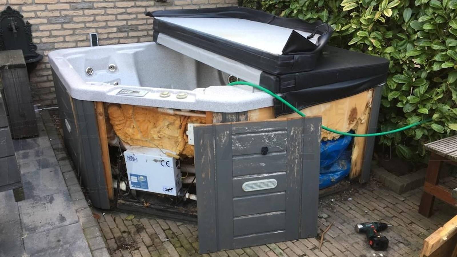 Ozonator vervangen en algeheel onderhoud aan een Sunrise Eclipse spa in Zoetermeer