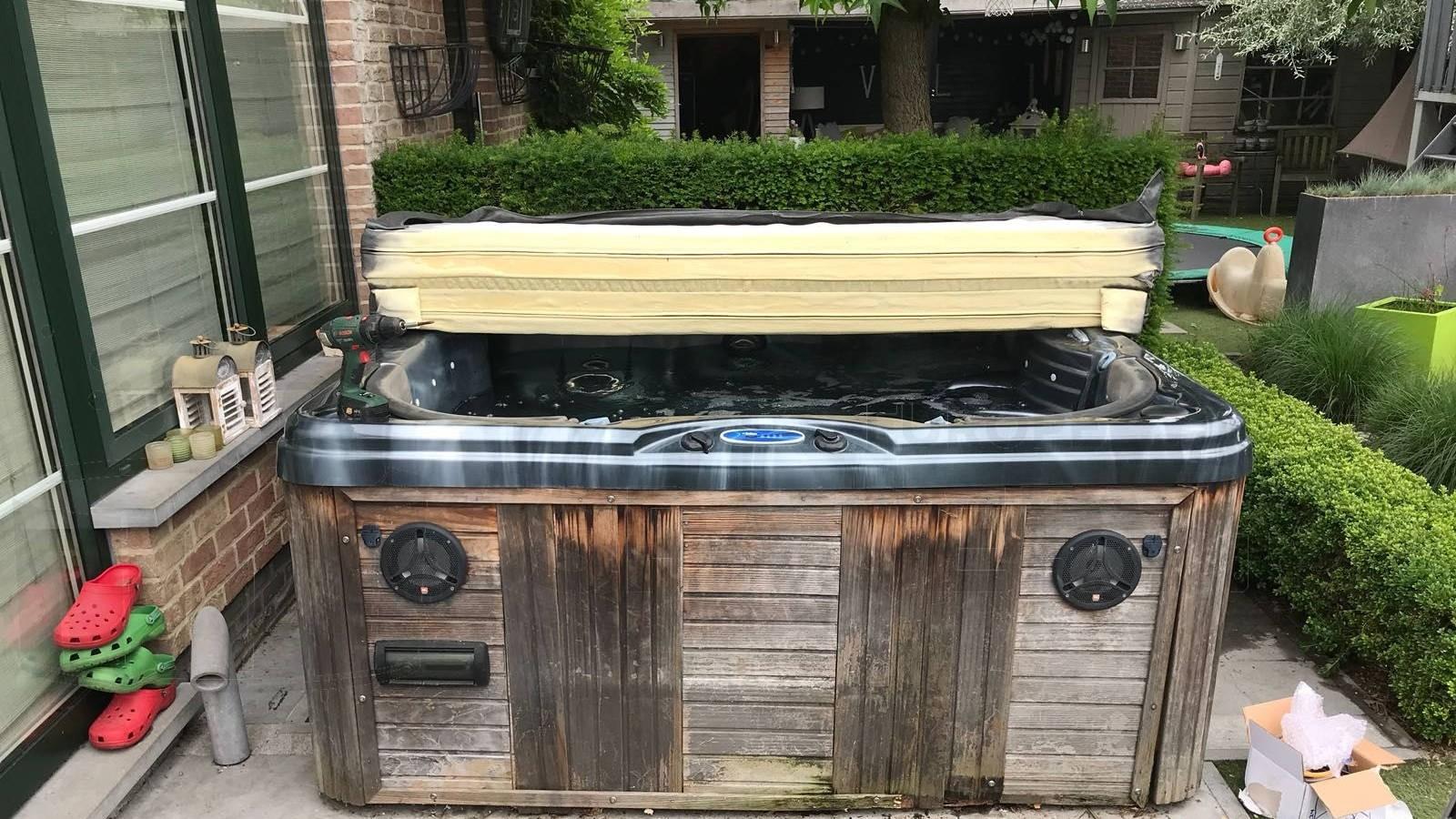 Ozonator vervangen en algehele controle van een Platinum Carolina spa in Boom België