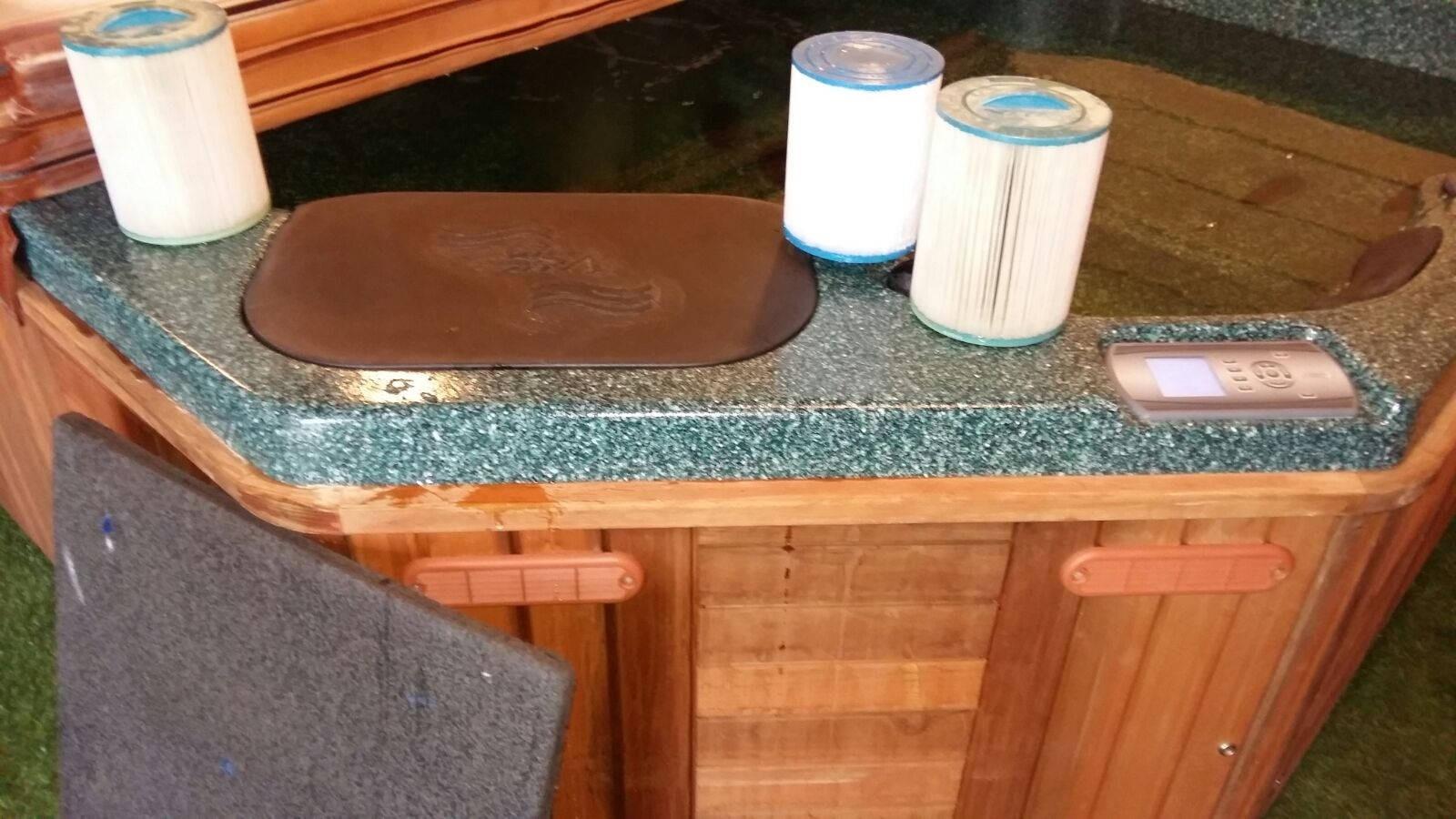 Filters en ozonator vervangen in een Vita spa in Wintershoven België