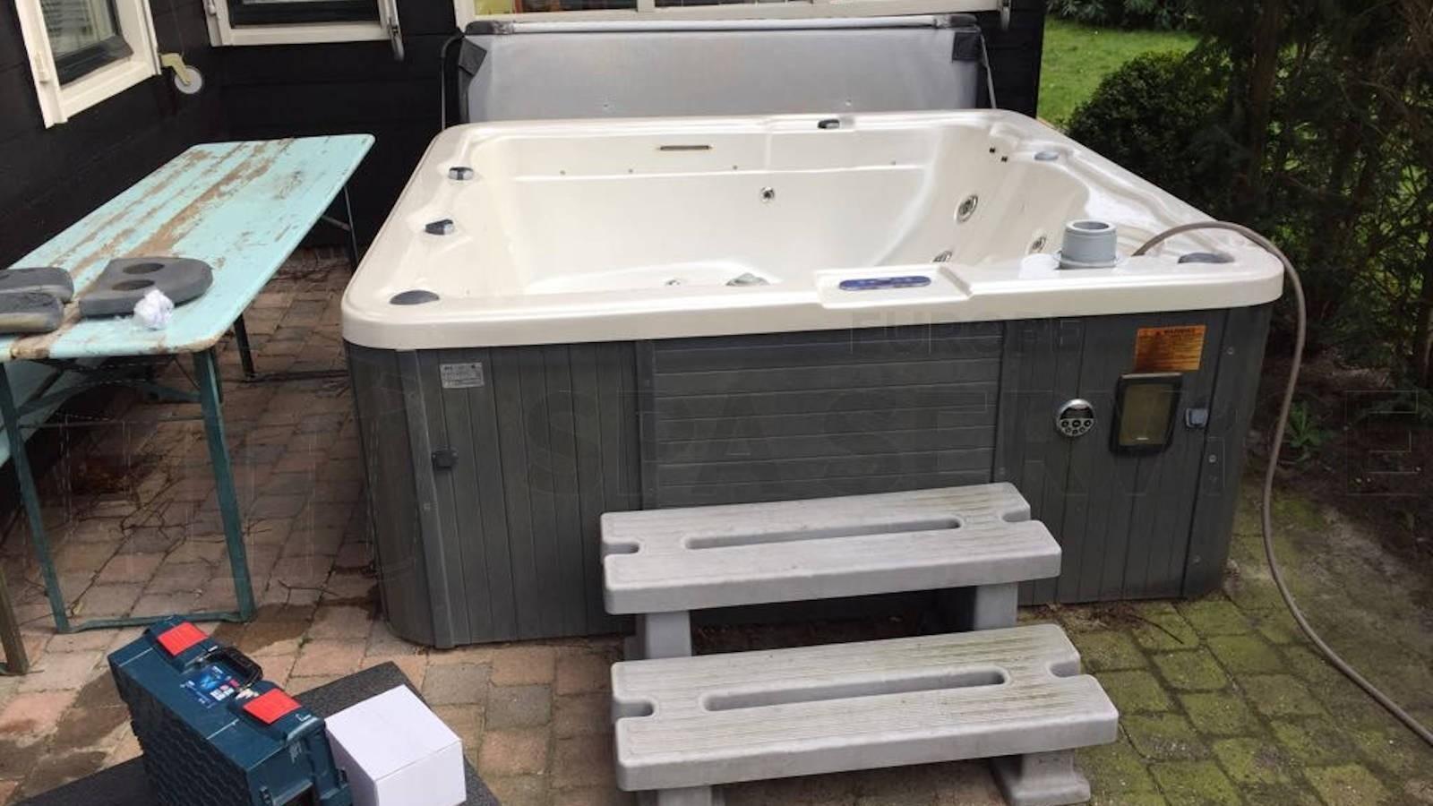 Ozonator vervangen en algehele controle van een Sunspa spa in Naarden