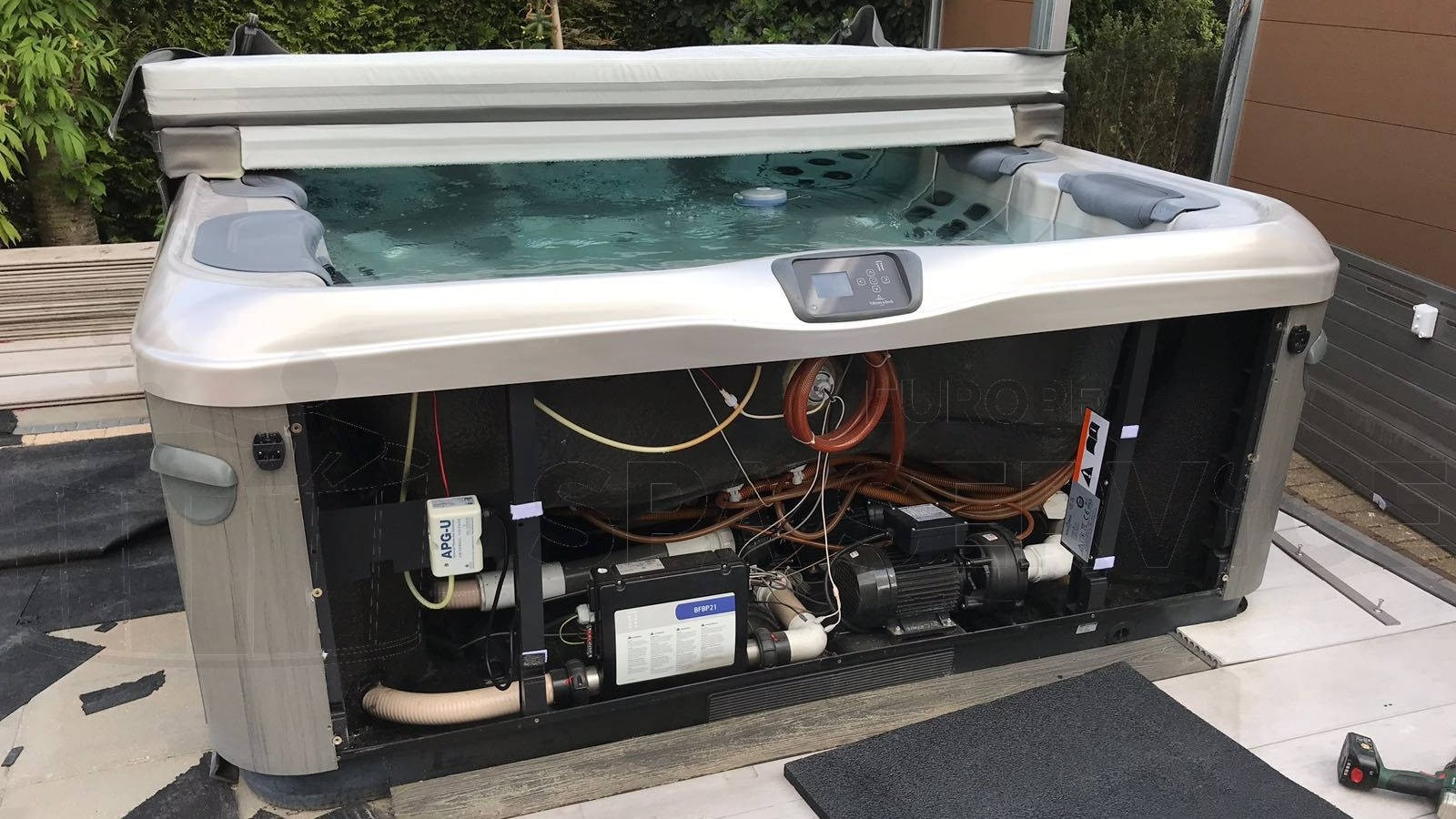 Pomp gerepareerd van een Villeroy & Boch spa in Alphen aan den Rijn