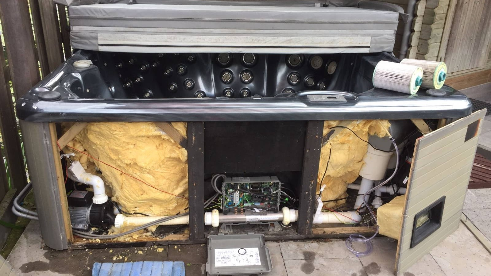 Heater, jets en ozonator vervangen in een spa in Lopik