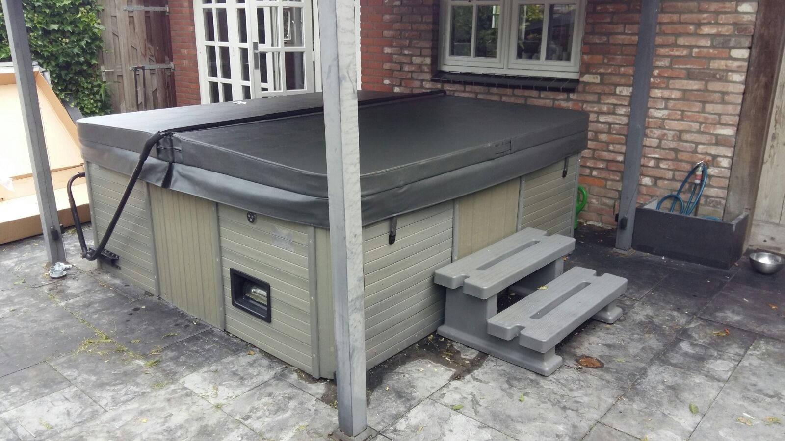 Vervanging nieuwe spa cover op een Sunspa spa in Boskoop