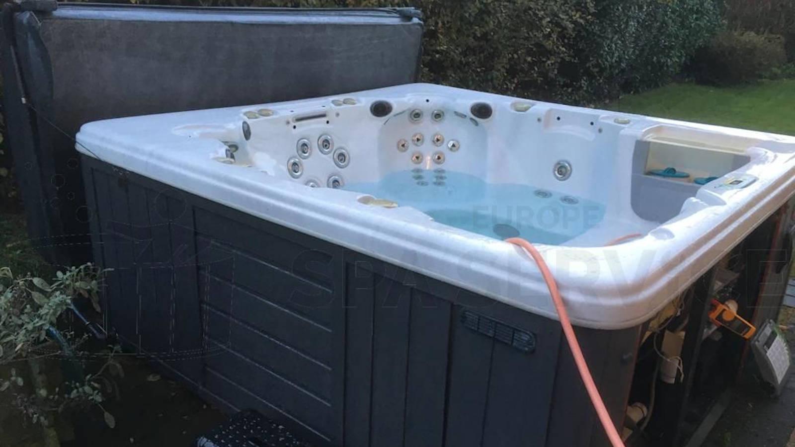 Algemeen onderhoud en ozonator vervangen in een spa in Eigenbrakel België