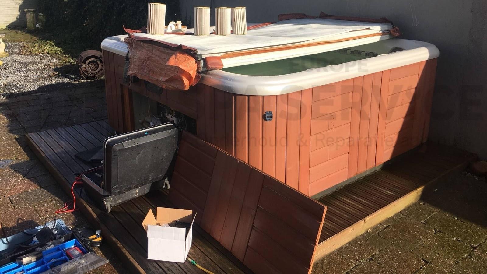 Ozonator vervangen en algehele controle van een Hotspring spa in Ettenleur