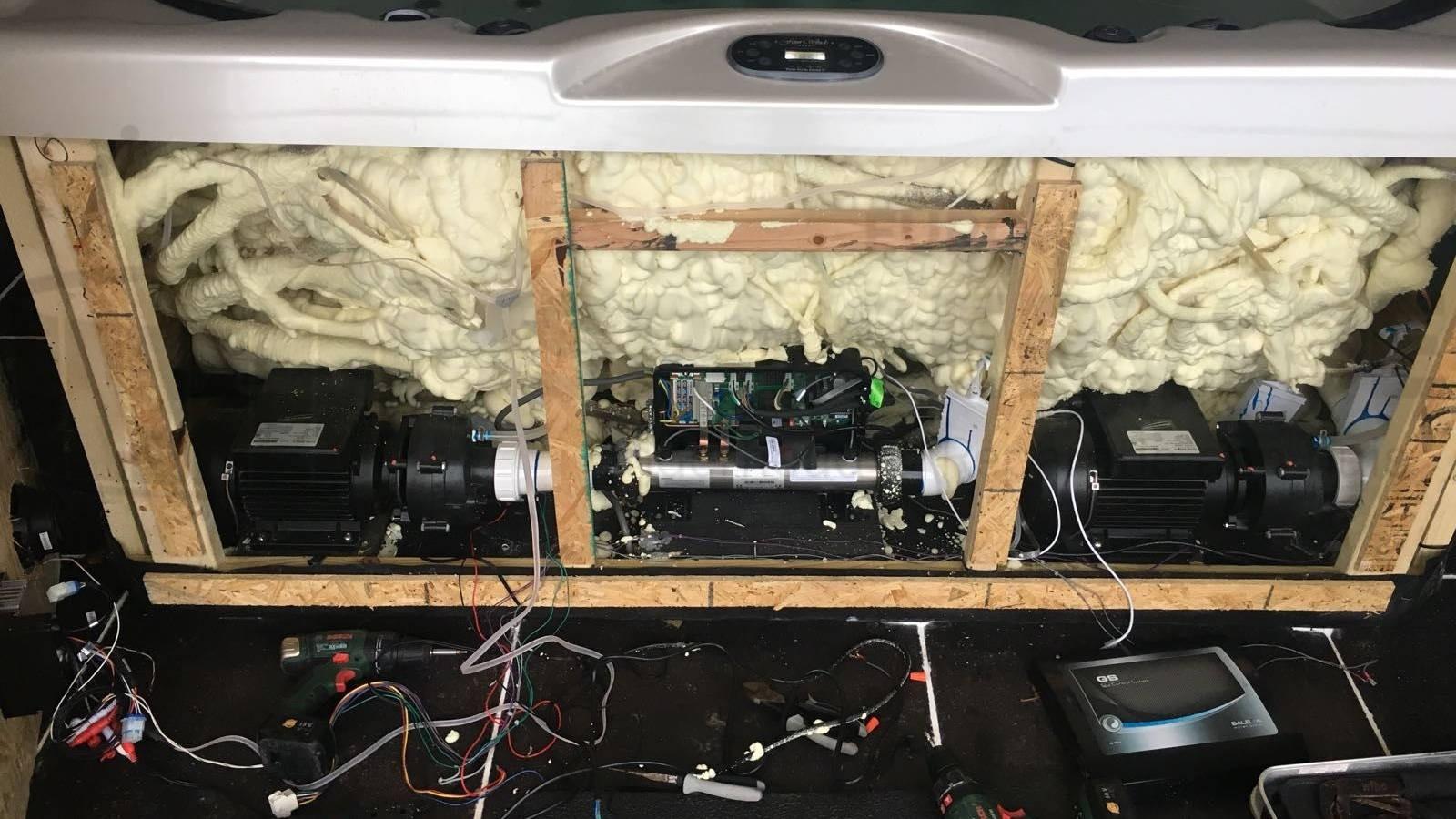 Reparatie radio, kapotte omvormer vervangen van een Jacuzzi Therapy 73 spa in Okegem België