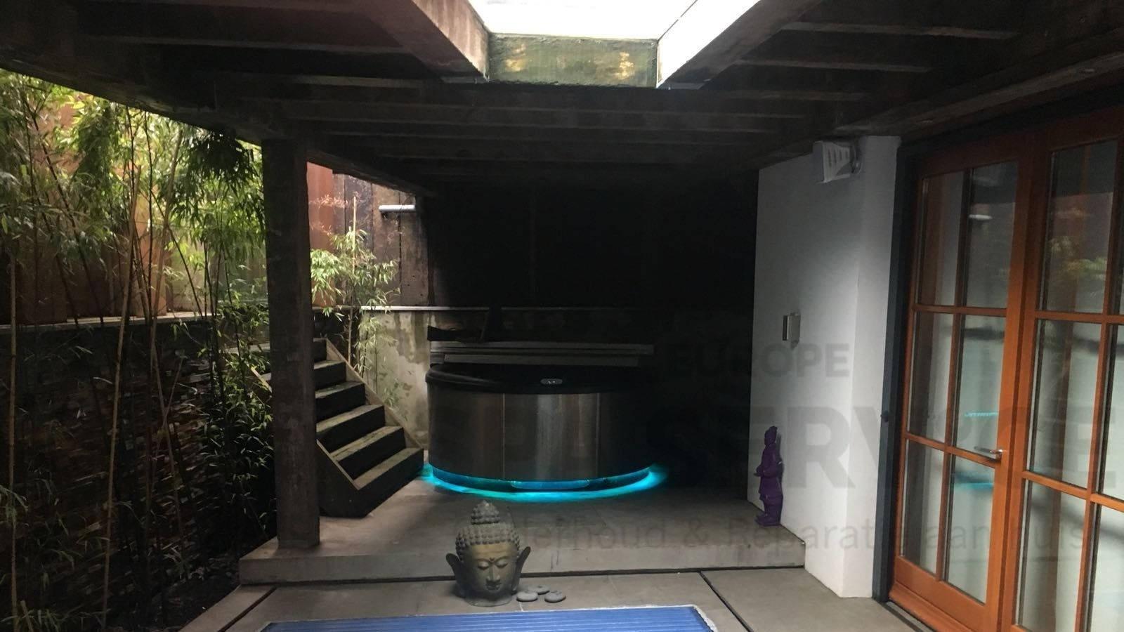 Ozonator vervangen van een custom-made roestvast stalen Villeroy & Boch spa in Amstelveen