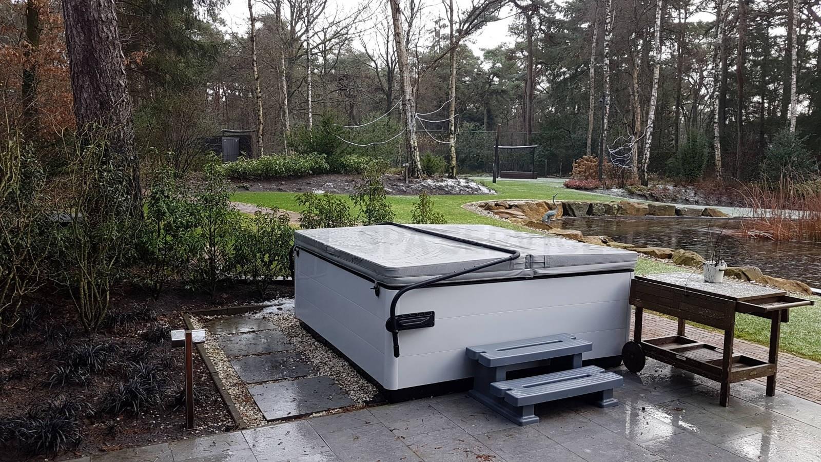 Schoonmaakbeurt van een Villeroy & Boch Just Silence spa in Bilthoven