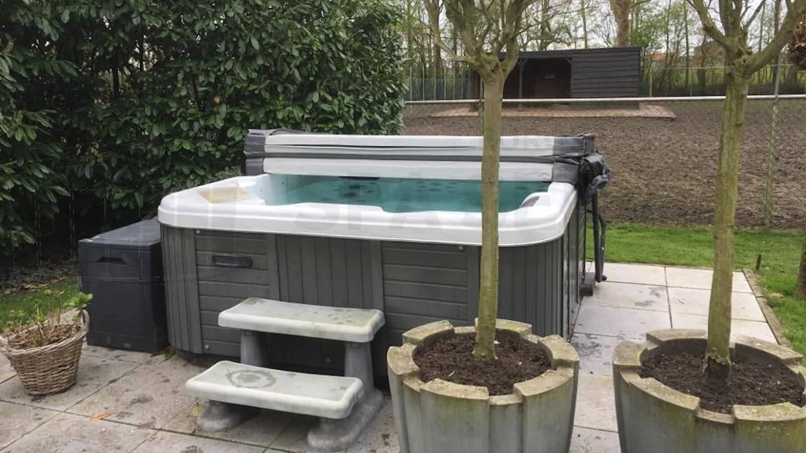 Reparatie diverter van een Jazzi spa in Piershil