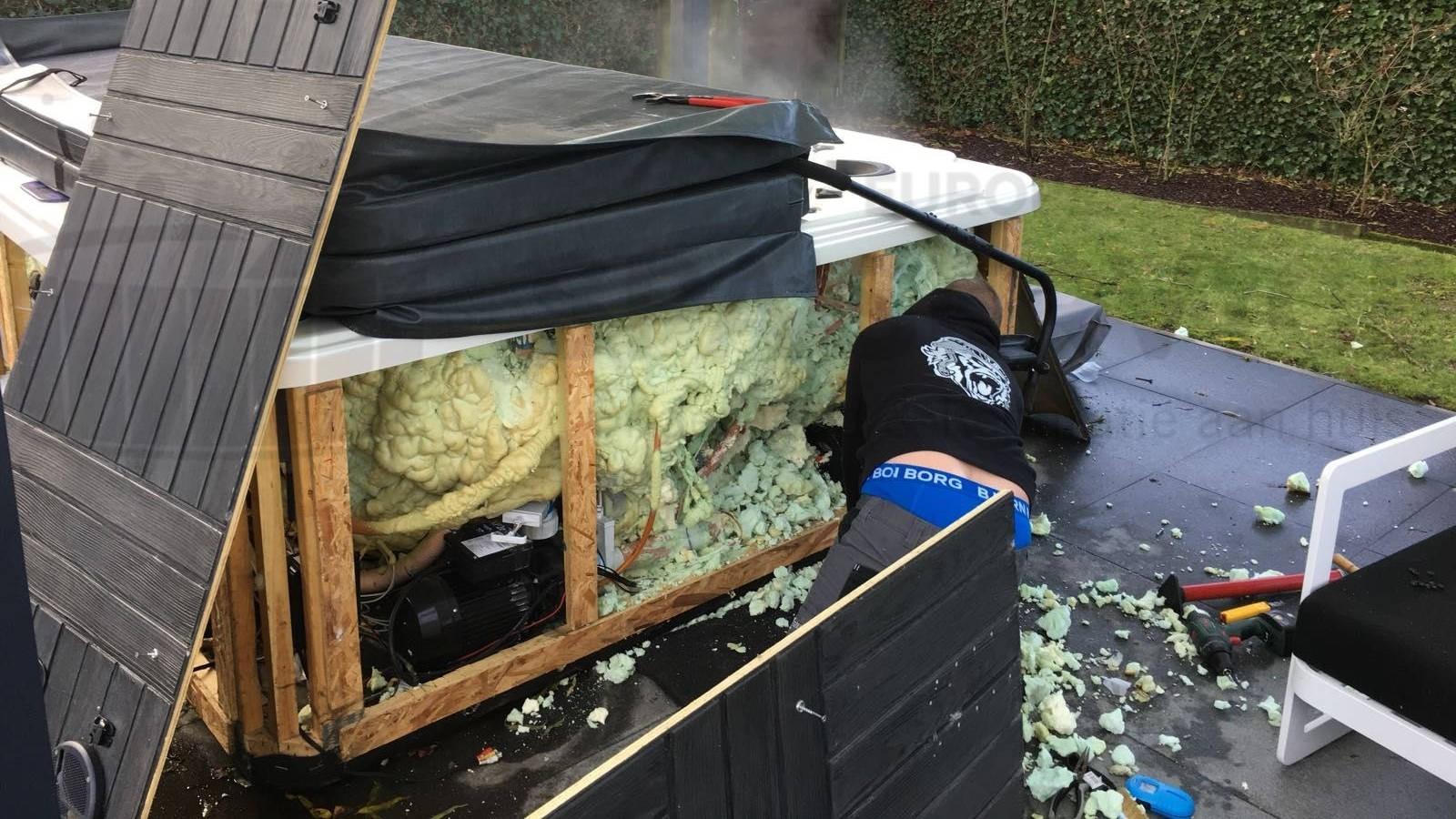 Reparatie lekkage diverter aan een Platinum spa in Temse België