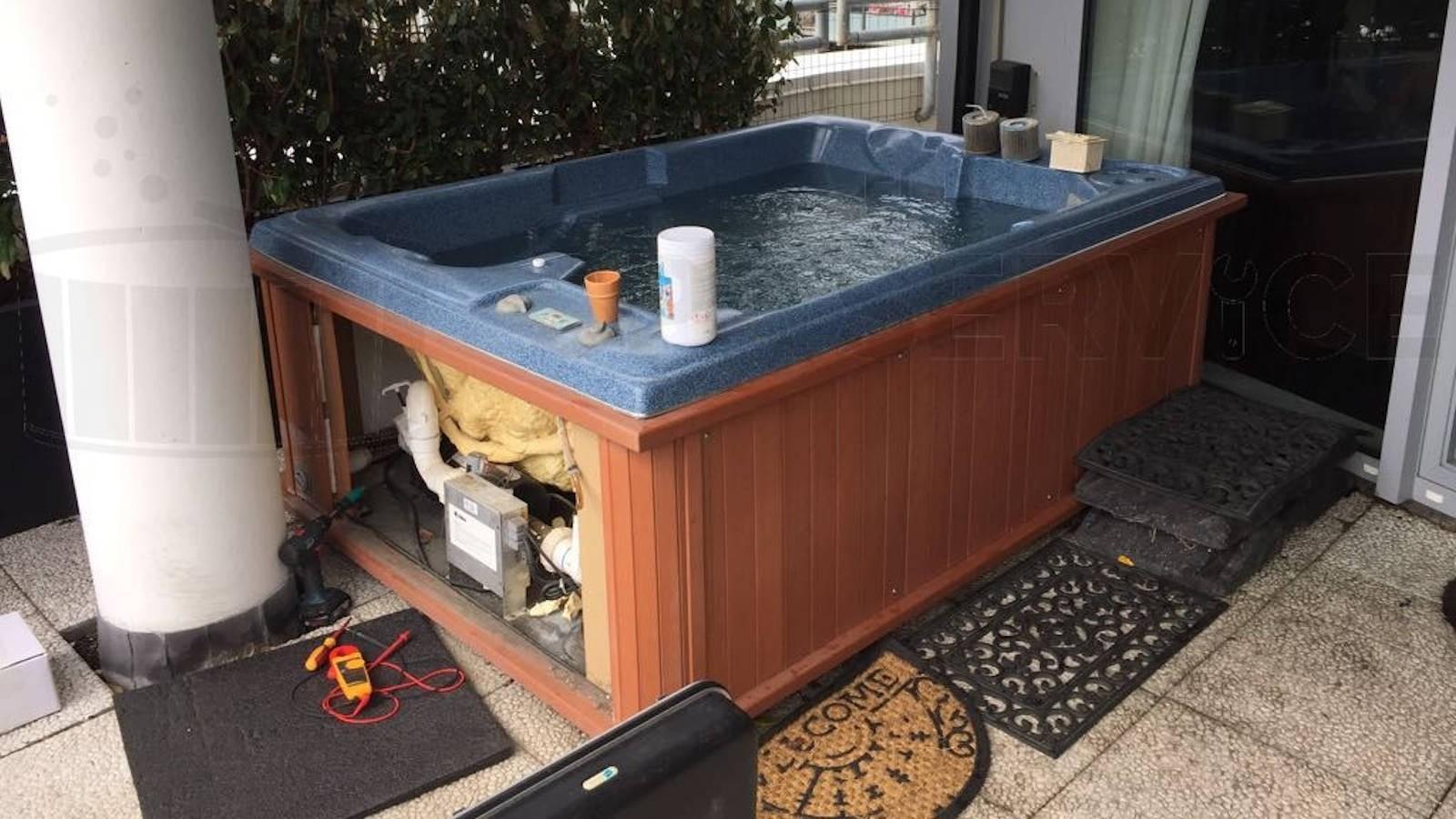 Ozonator vervangen en algehele controle van een Sunbelt spa in Scheveningen
