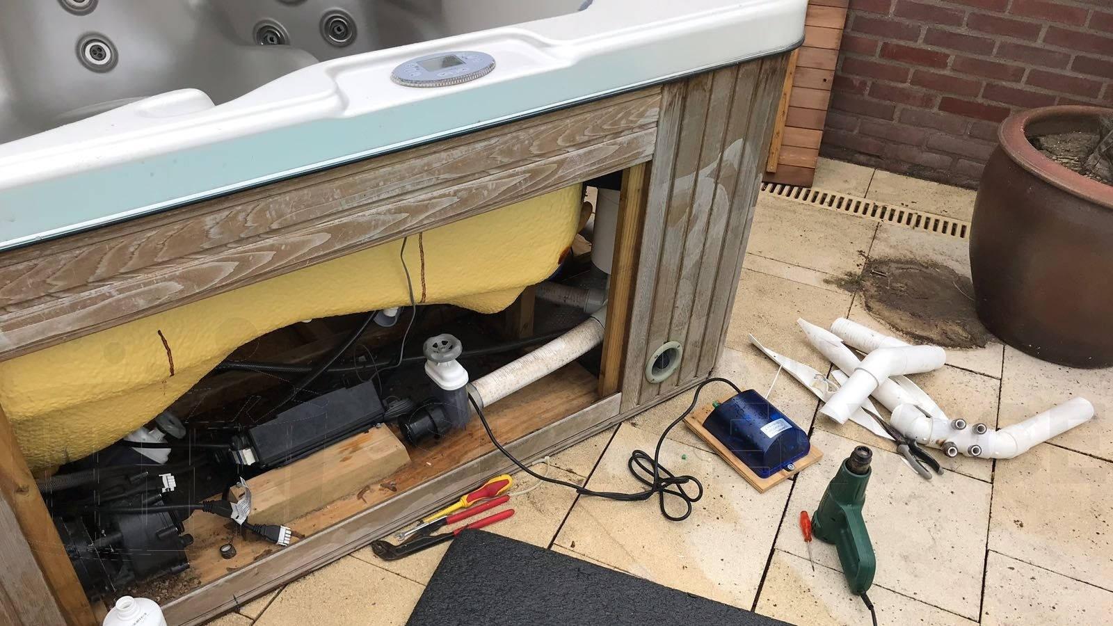 Reparatie lekkage door bevroren leidingen van een spa in Doornenburg