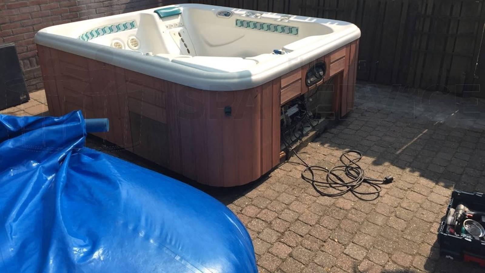 Reparatie lekkage aan een Hotspring Sovereign spa in Veenendaal
