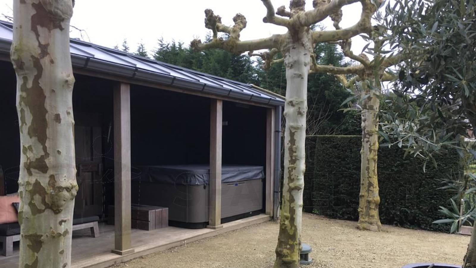 Onderhoud aan een automatisch doseersysteem van een Villeroy & Boch R7L spa in Rijssenhout