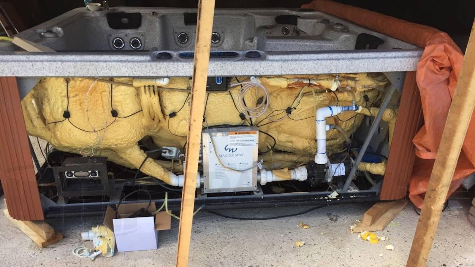 Ozonator vervangen en lekkage verholpen van een Master spa LSX in Eursinge
