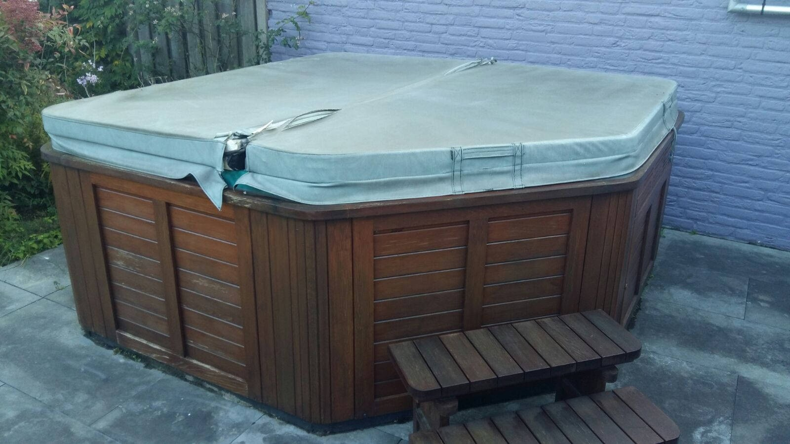 Reparatie lekkage en vervanging spa cover van een Hydropool spa in Nederweert